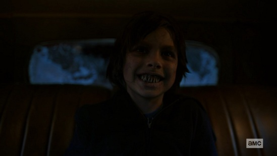 NOS4A2 - AMC Serie - Lächelnder Junge
