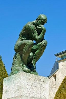 Le Penseur im Rodin Museum in Paris - Statue von Rodin