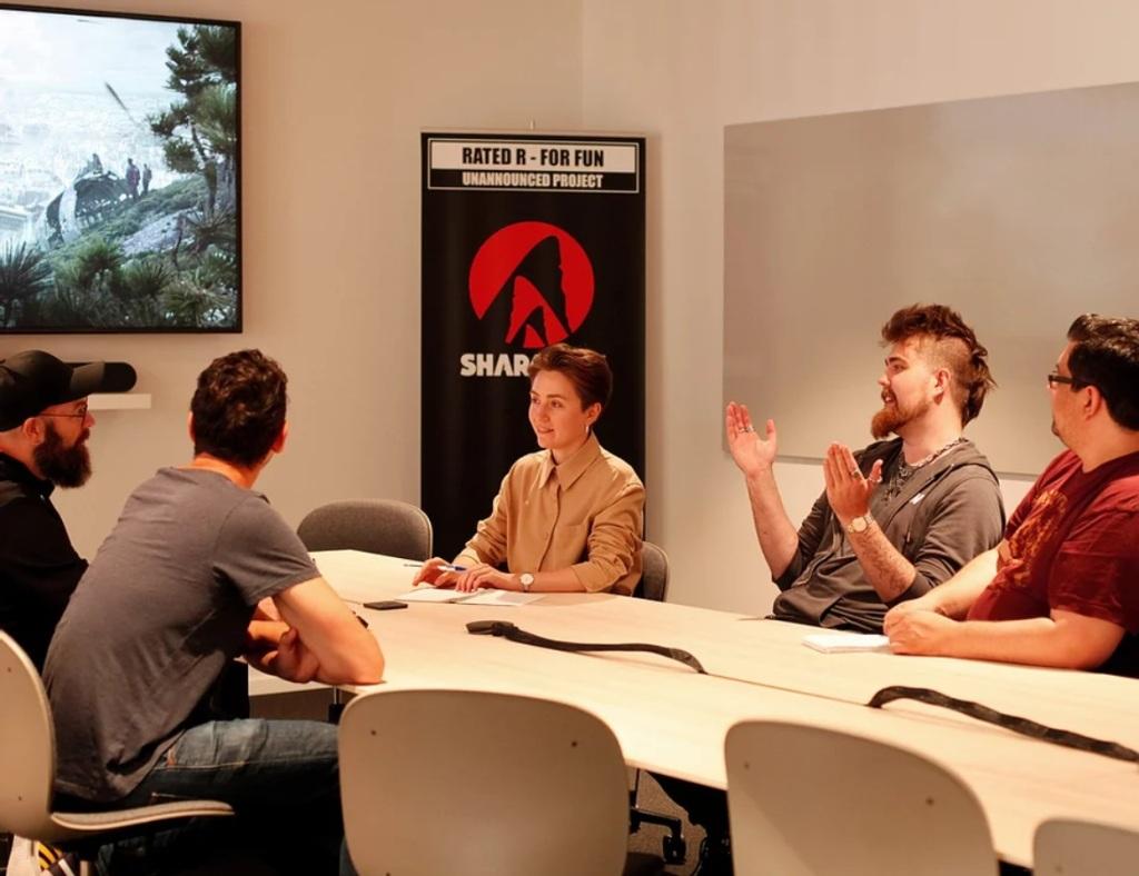 Sharkmob - Bild von Teilen des Sharkmob Teams in einem Meeting