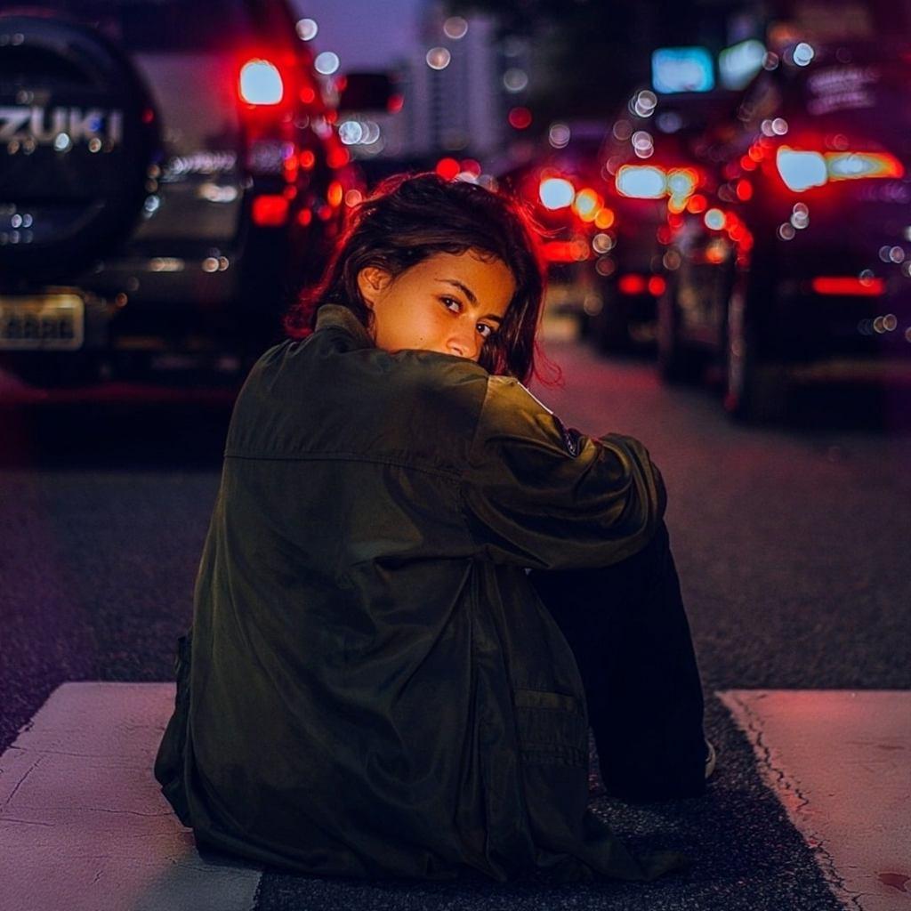 World of Darkness - Stories - 11 - Frauf, auf einem Zebrastreifen, bei Nacht mit Verkehr