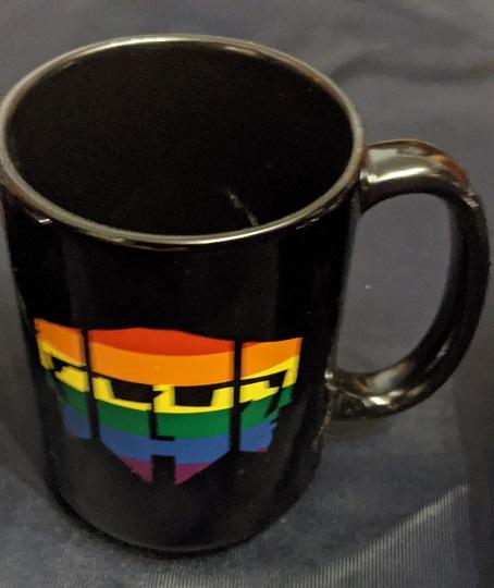 Hecata Tasse in LGBT Flaggen Farben, Nahaufnahme